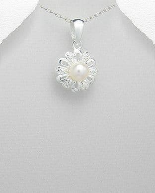 925 Sterling Silver Stone Set Pendant Decorated with a Single Cultured Freshwater Pearl